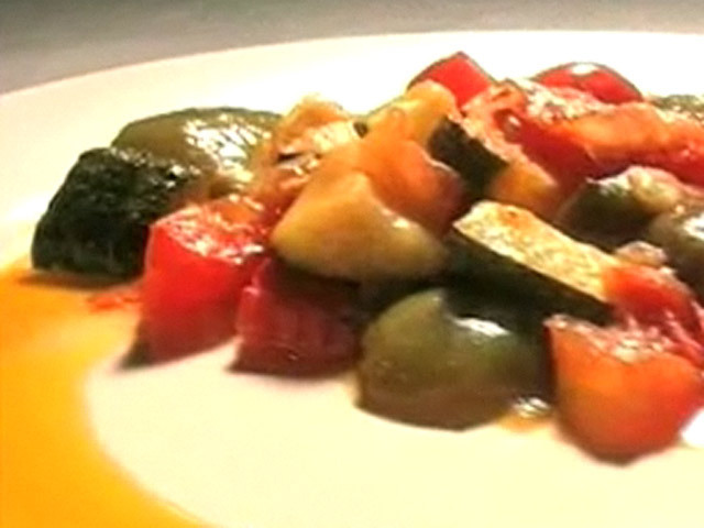 Овощное рагу.  Рецепт тушеных овощей.Состав:перец - 2 штуки;лук - 1 штука;кабачки - 2 штуки;помидоры - 3 штуки;масло...